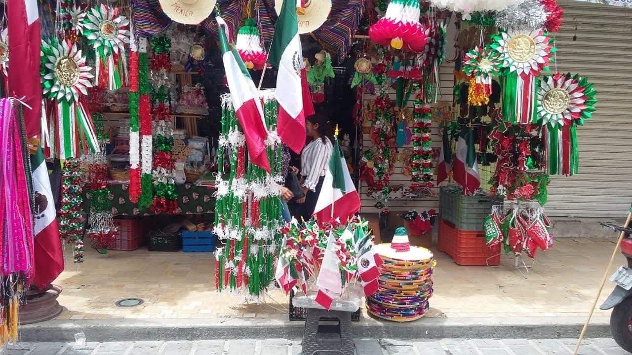 Caen ventas de artículos patrios  70% en Tehuacán