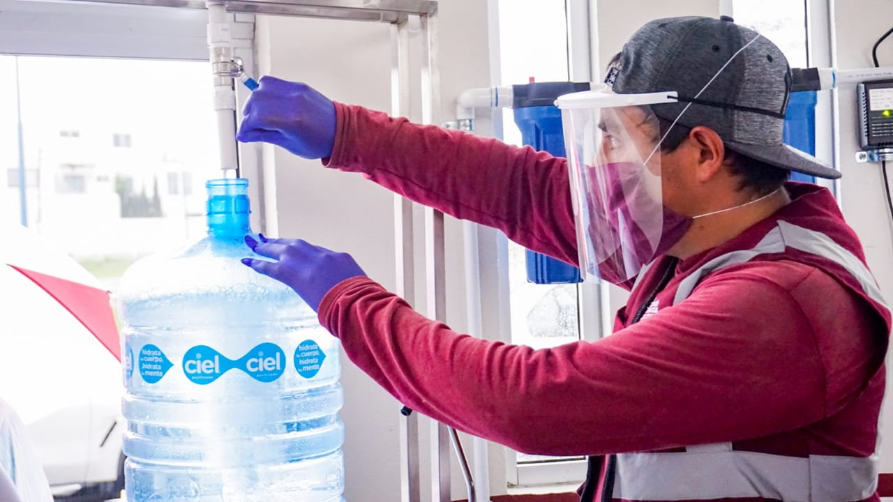 Inaugura Karina Pérez planta purificadora de agua para consumo humano