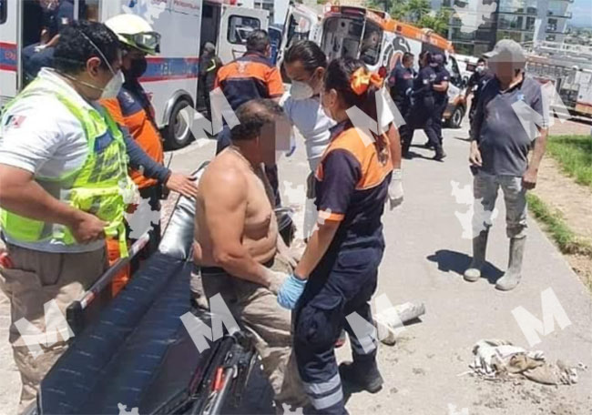 Se derrumba techo y quedan atrapados albañiles en Lomas de Angelópolis