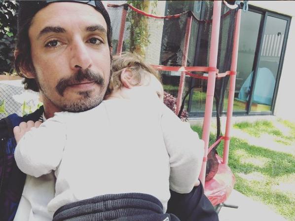 Alberto Guerra compartió foto de su hijo con vestido