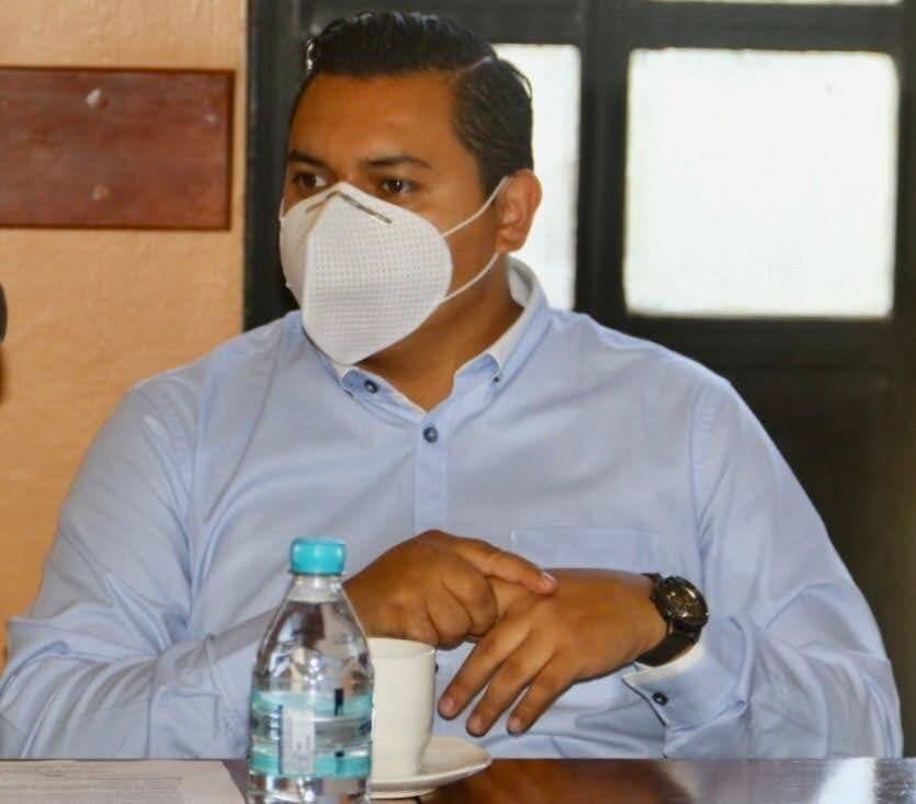 Regidor del Ayuntamiento de Tehuacán se registra como precandidato a la alcaldía