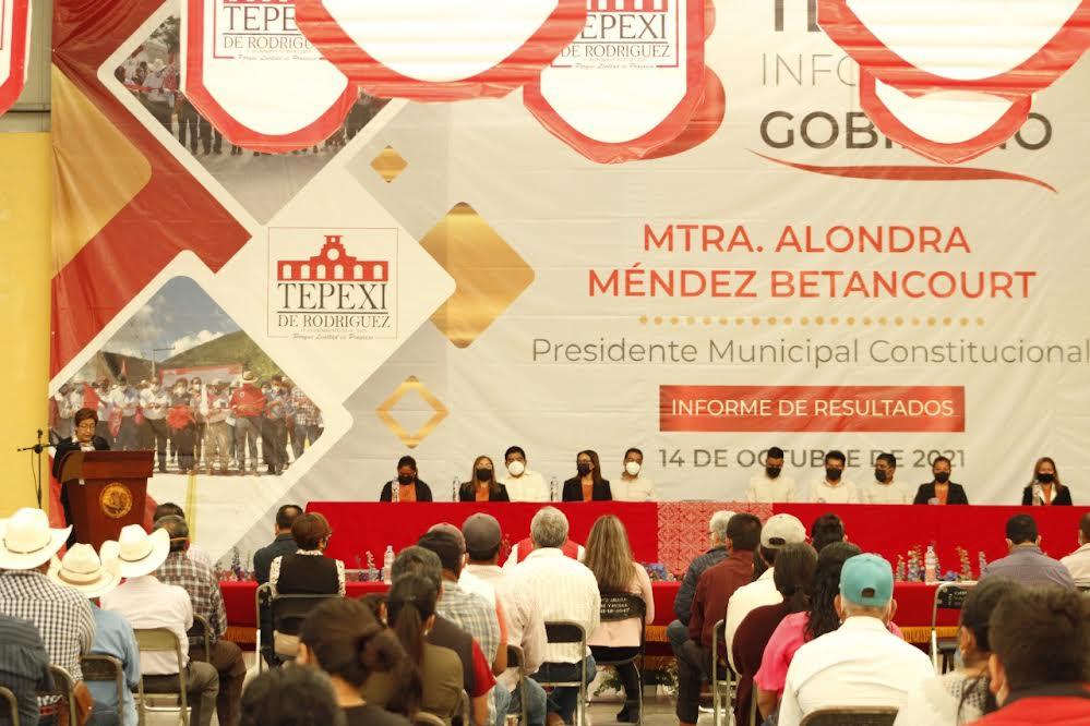 Rinde Alondra Méndez Tercer Informe de resultados en Tepexi