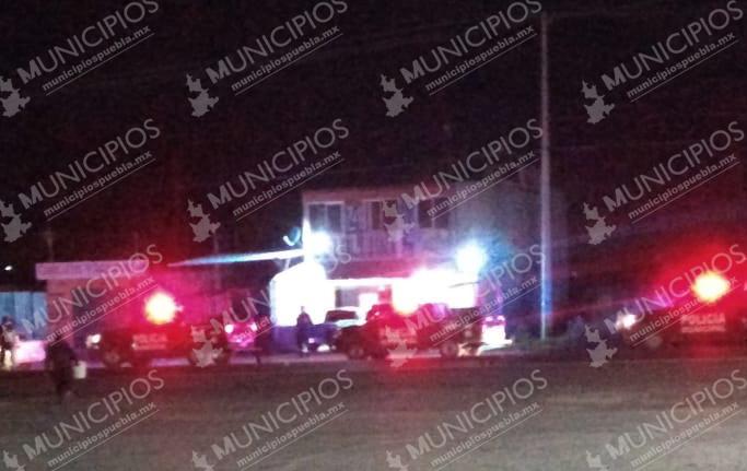 Hallan descuartizado en auto abandonado en Tecamachalco