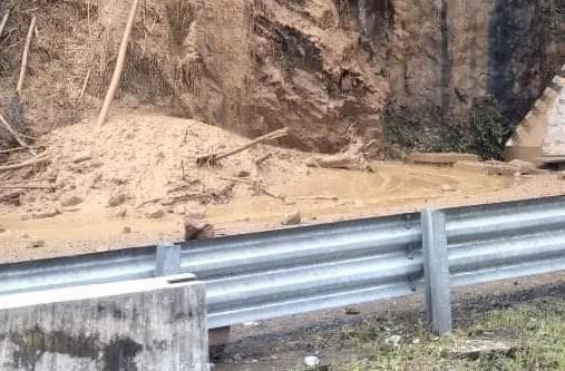 Deslizamiento de tierra bloquea autopista México-Tuxpan