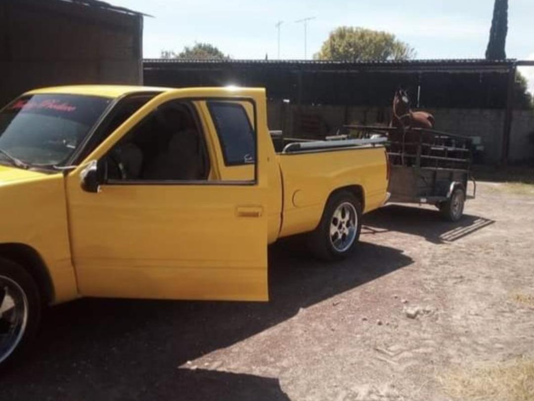 Roban camioneta con lujo de violencia en Yehualtepec