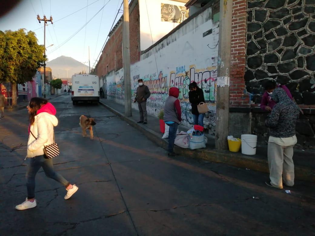 Trasladan a ambulantes y tianguistas de Atlixco a unidad deportiva