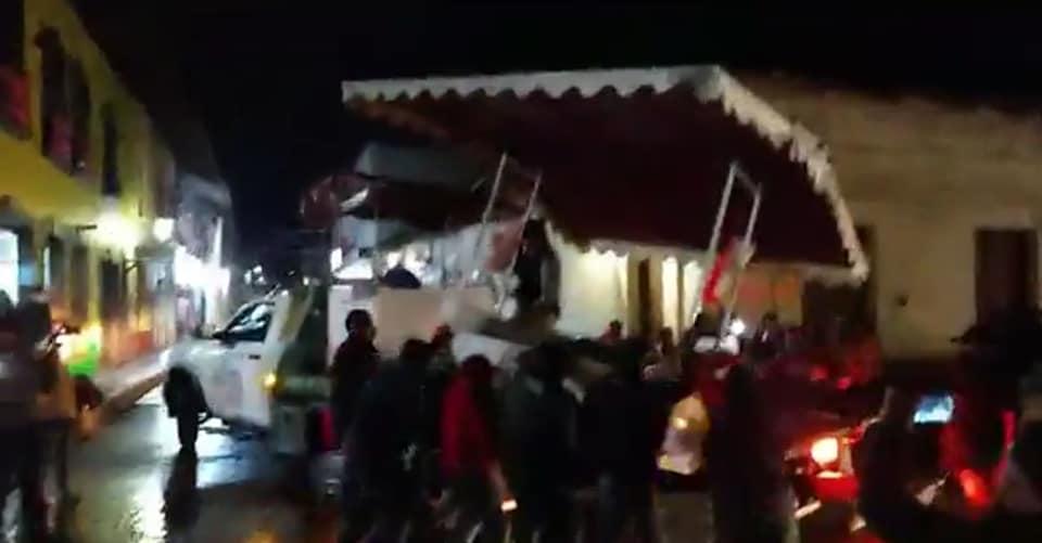 VIDEO Guardia Nacional desaloja a ambulantes del zócalo de Zacatlán