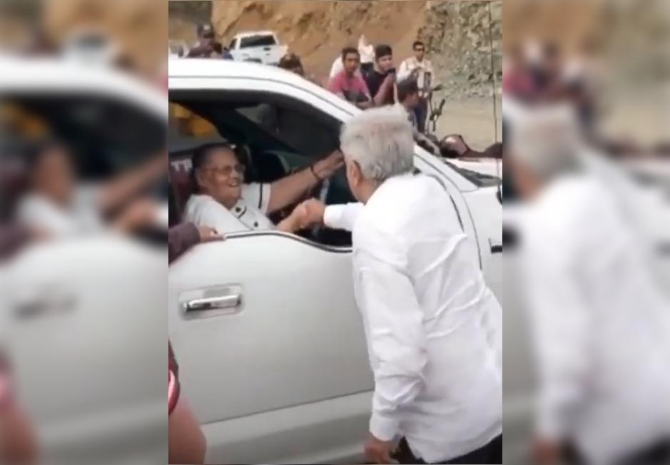 VIDEO AMLO saluda a la mamá del Chapo, recibí tu carta le dice
