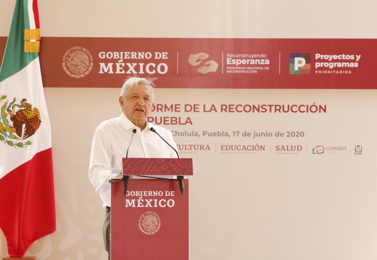 Destaca López Obrador beneficios con programas a grupos vulnerables y jóvenes poblanos