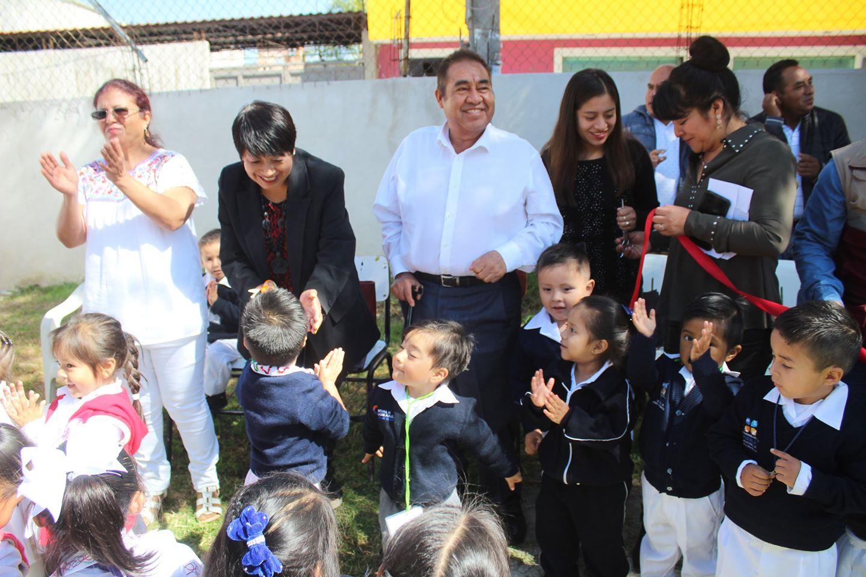 Mario de la Rosa mejora preescolares en Amozoc