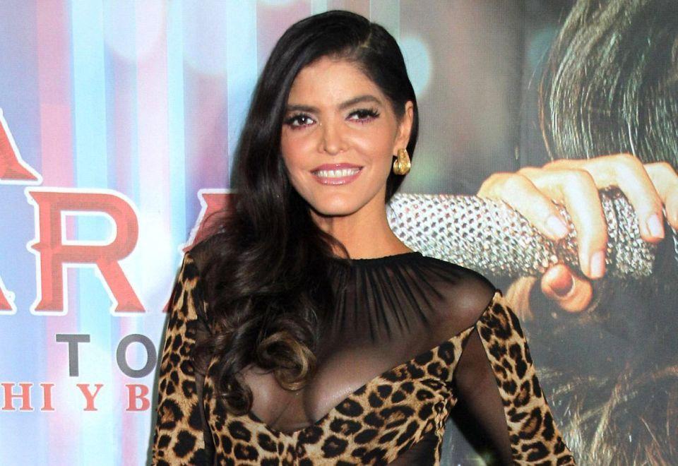 Ana Bárbara celebra a México con traje de charra transparente