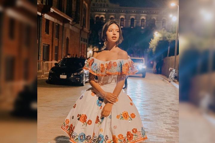 Sorprende Ángela Aguilar al posar con mini top