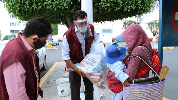 SEDIF entrega despensas a familias vulnerables en la capital poblana