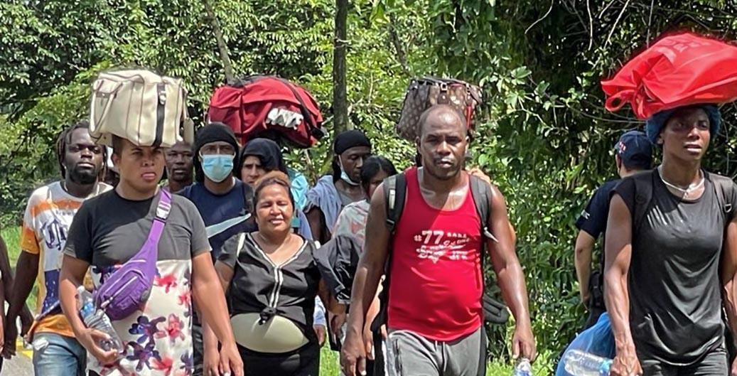 Haitianos  sufren  malos tratos del INM
