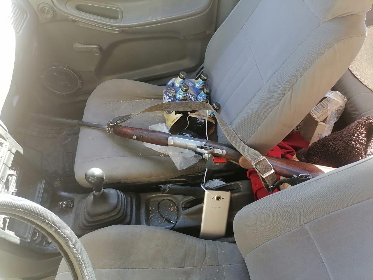 Tras hacer disparos al aire sujeto abandona su vehículo y un arma en Queccholac