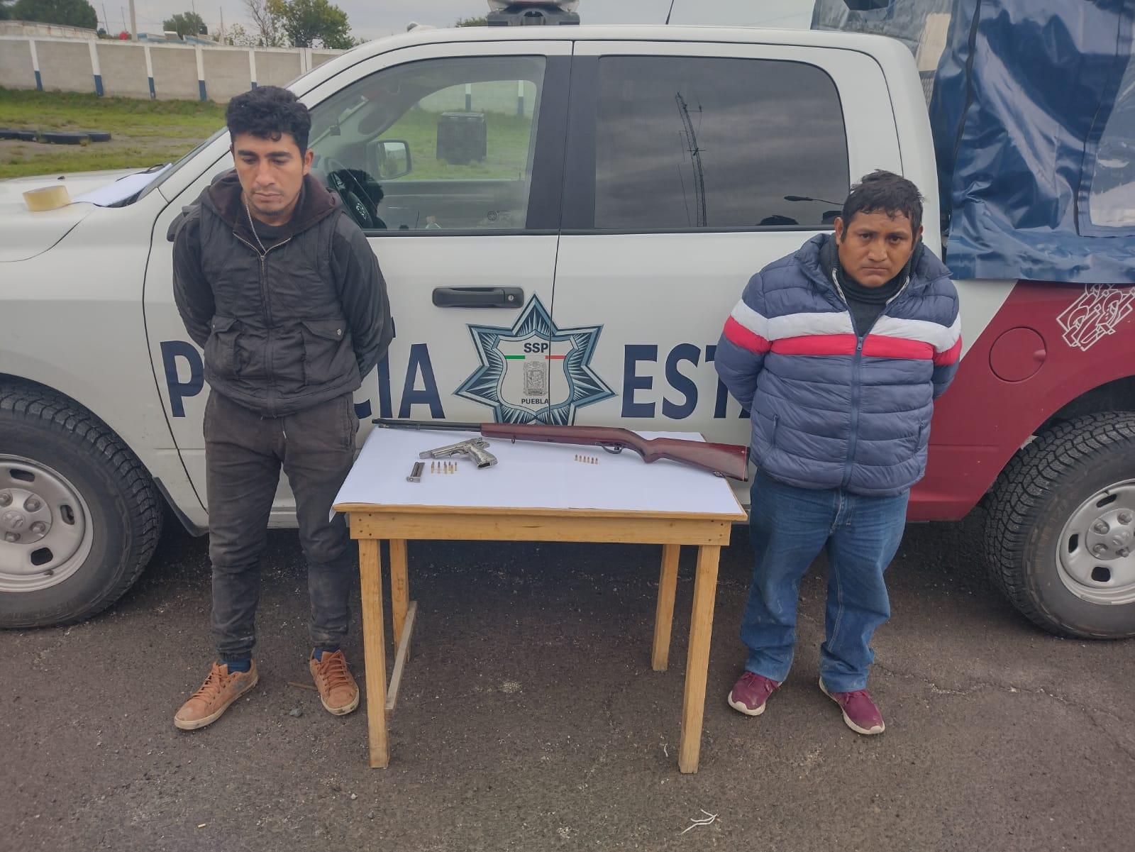 Aseguran a dos con armas de fuego en Mazapiltepec