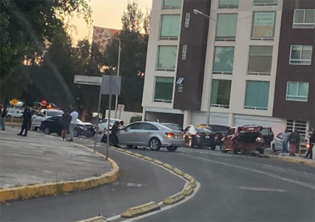 Registran fuerte choque frente al parque del Arte en Puebla
