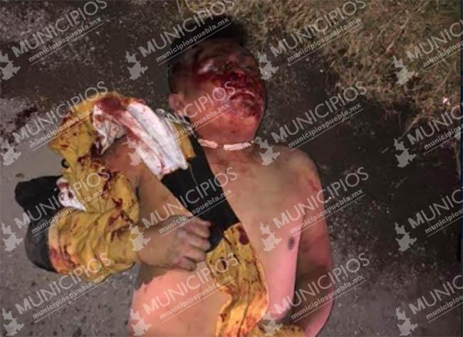 Por asaltar microbús y balear a chofer vecinos golpean a ladrón en Puebla