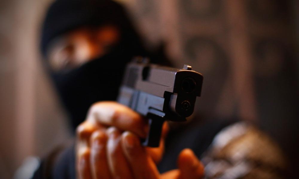 A disparos, asaltan recaudería en Prolongación Reforma