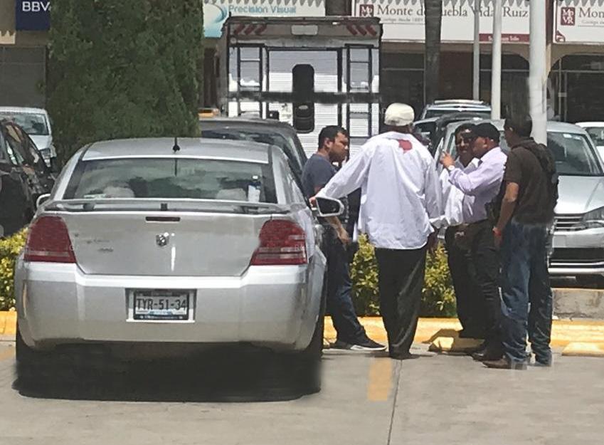Golpean y roban 300 mil pesos a cuentahabiente en Plaza Tolín