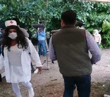 Políticos olvidan el covid y se suman a carnavales en la Sierra Norte