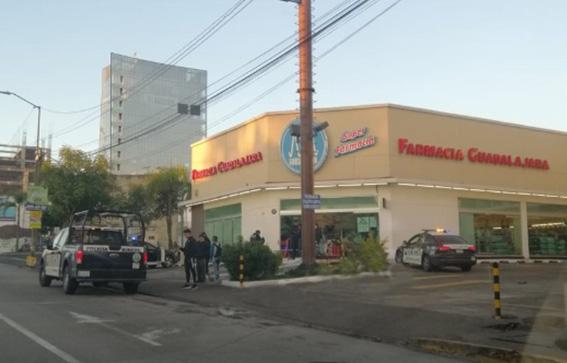 Asesinan a mujer frente a Farmacias Guadalajara de Las Torres