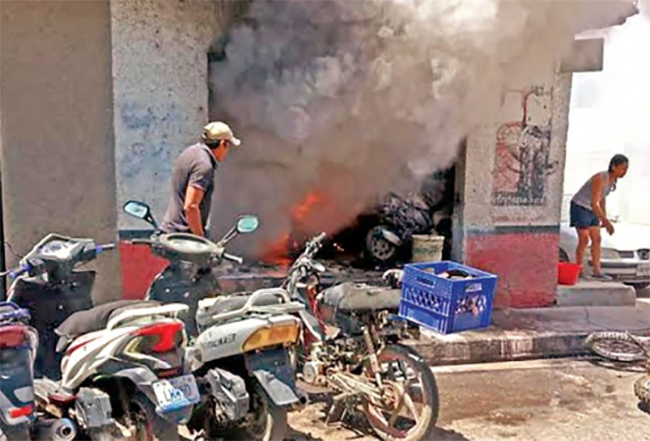 Ejecutan a cuatro personas y queman negocios en Celaya