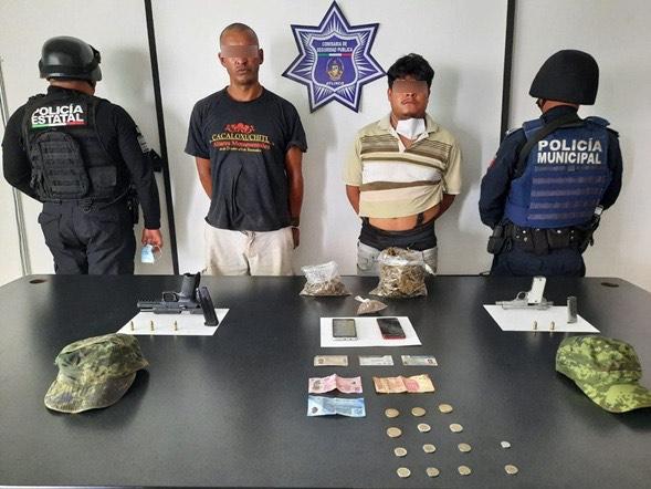 Los detienen con armas, droga y gorras militares en Atlixco