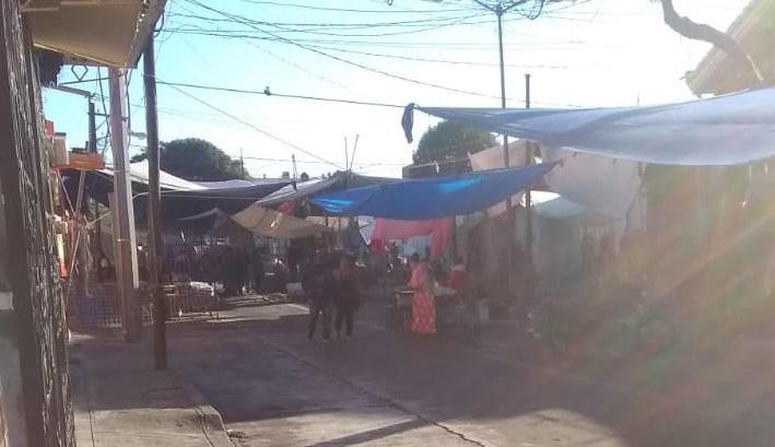 Regresan tianguistas a las calles de Atlixco en pico de la contingencia