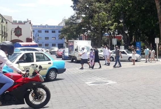 Pese a Semáforo Rojo, en Atlixco se pasean pobladores y turistas