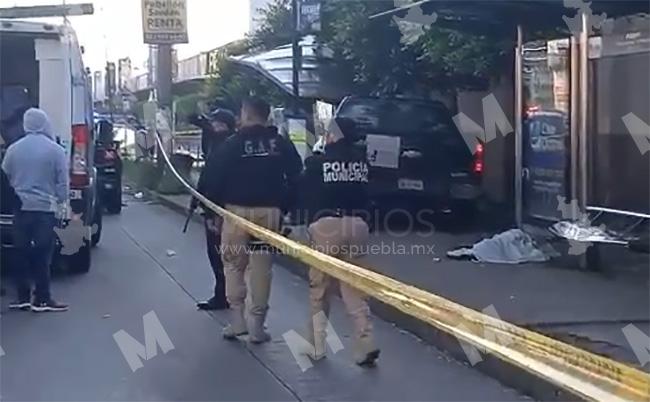 VIDEO Camioneta se sube a la banqueta y mata a mujer frente a Plaza San Pedro