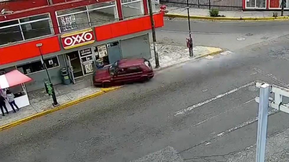 VIDEO Tenía tanta prisa, que arrolló a 5 en un puesto de comida