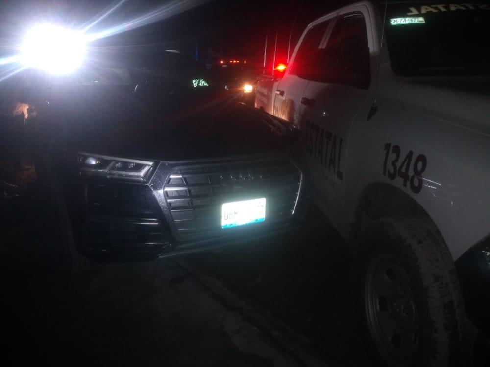 Trata de huir de policías en su Audi y choca con patrulla en Altepexi