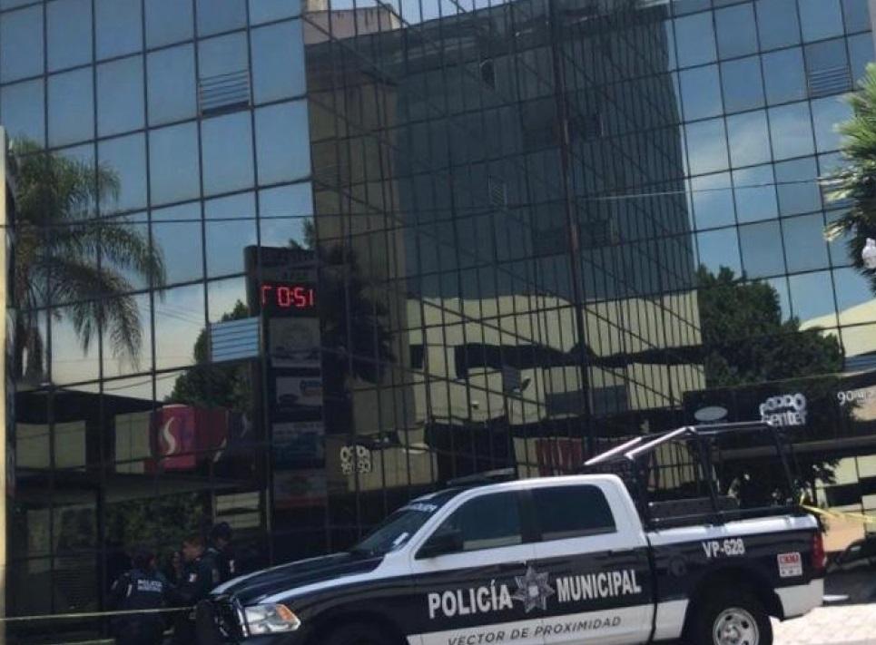Hallan muerto a vigilante del edificio Aurus de zona Dorada en Puebla