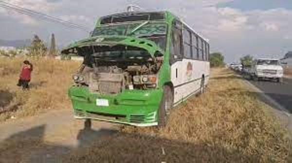 Deja 10 lesionados choque de autobús AITT en la Puebla-Tehuacán