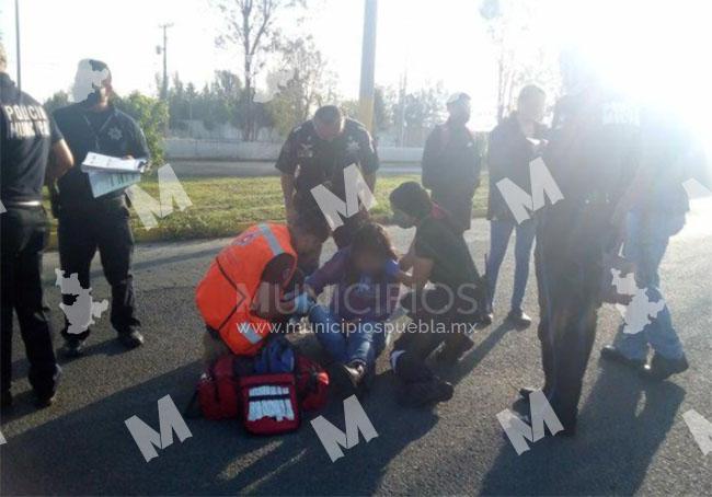 Joven ebria se arroja de auto en movimiento en San Pedro Cholula
