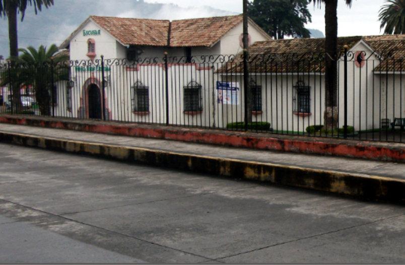 Acusan de desfalco a presidenta de padres de familia en Teziutlán