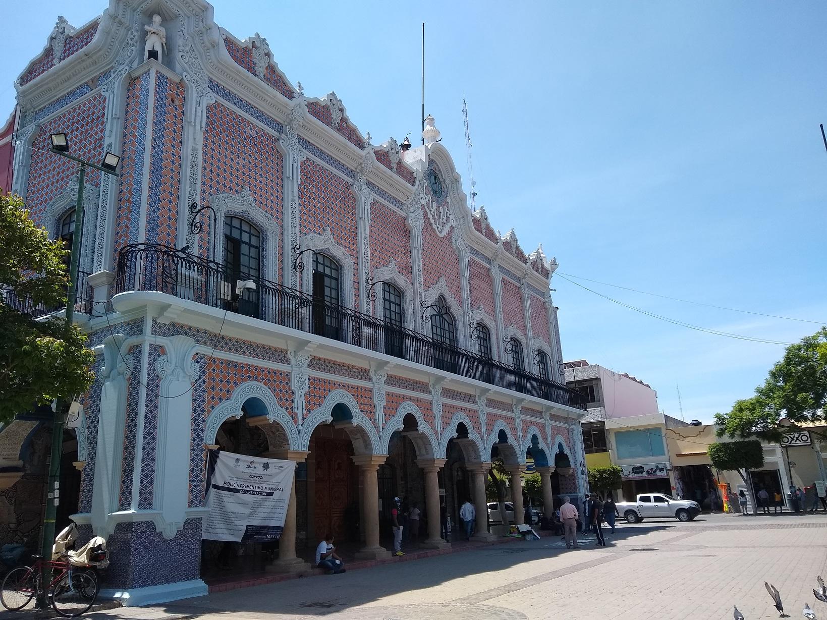 Exlíder sindical dio 60 plazas a familiares y amigos en Comuna de Tehuacán