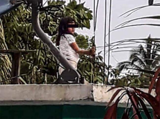 Mamá castiga a su hija y la amarra de unas varillas de su azotea en Tecamachalco
