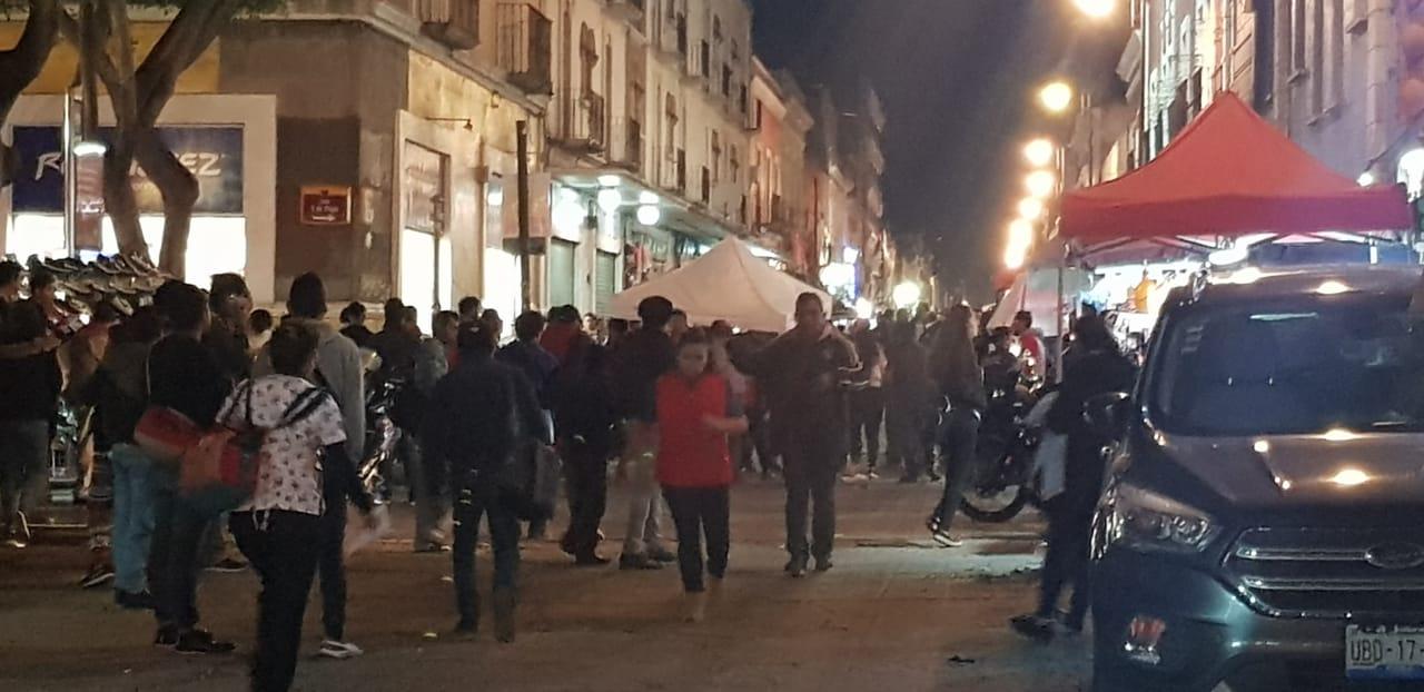 Riña entre ambulantes termina en balacera y deja 2 heridos