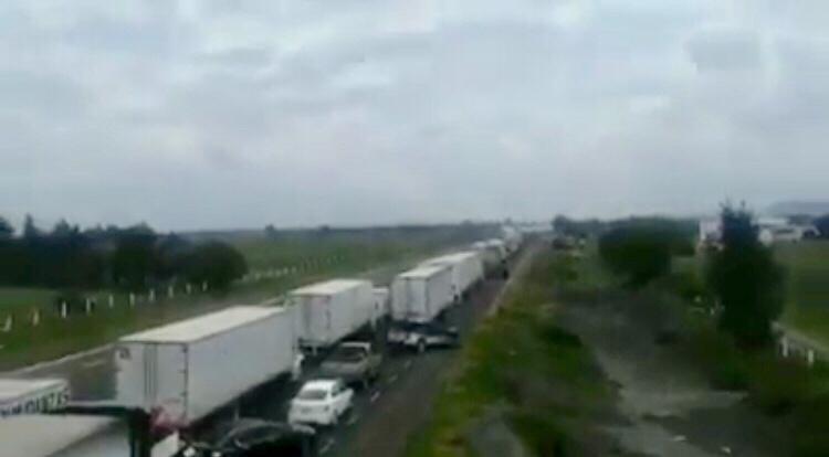 VIDEO Balacera en Esperanza genera kilómetros de tráfico
