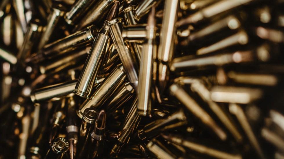 Roban dos tráilers cargados con millones de balas en Guanajuato