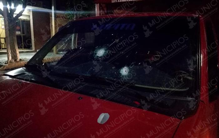 Balean a conductor al oponerse a un asalto en Tecamachalco