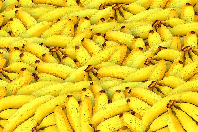 Morenista asegura que los plátanos eliminan el COVID19