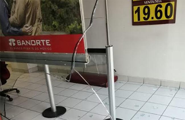 Vandalizan instalaciones de Banorte en Texmelucan