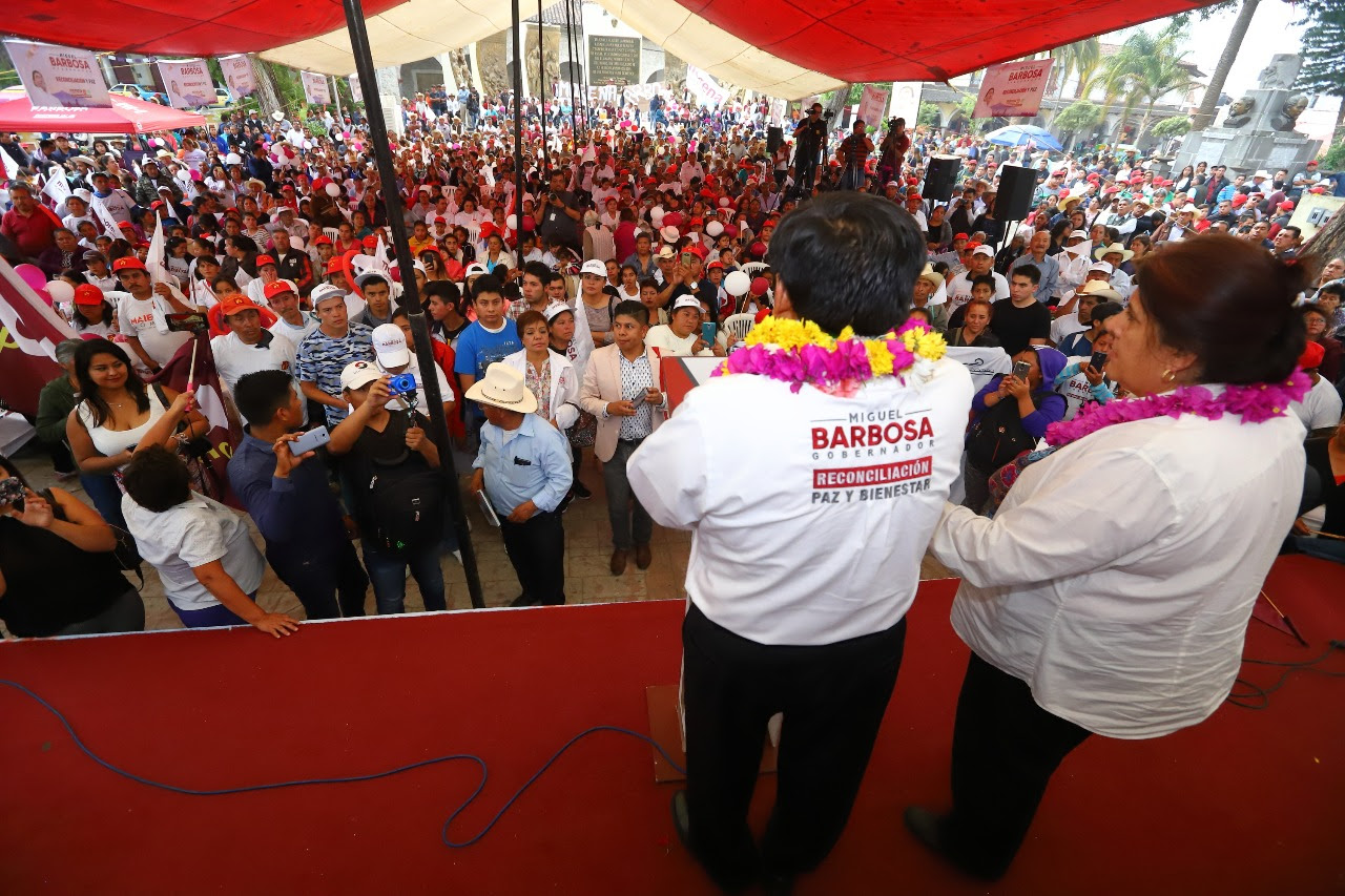Barbosa promete rehabilitar carreteras de las sierras