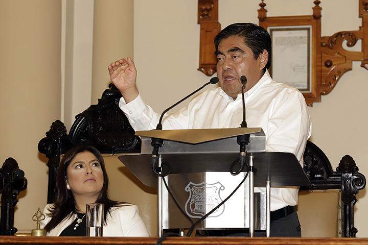 Barbosa pide a Rivera sacar a panistas del gabinete municipal