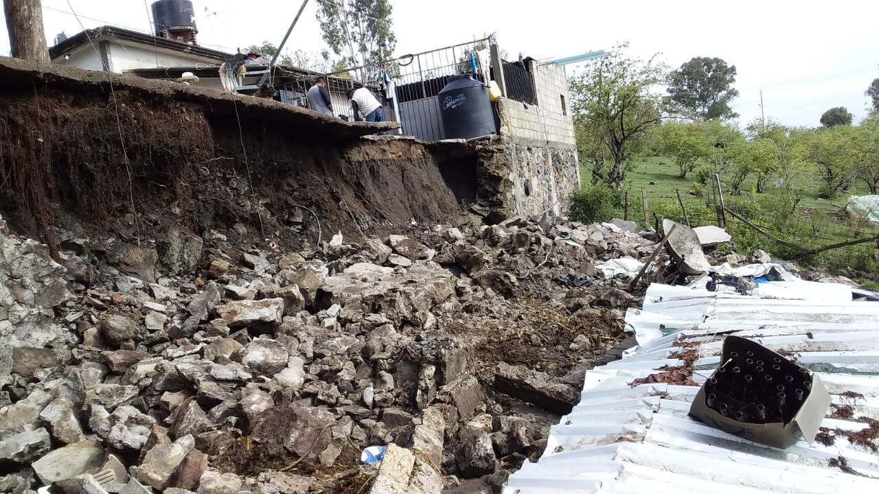 Limpian escombro en Azumiatla para evitar riesgos por lluvia