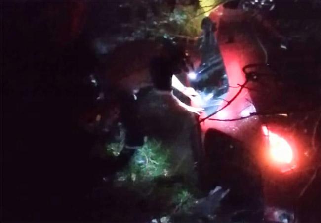 Vehículo cae a barranca en Huejotzingo; no hallan al conductor