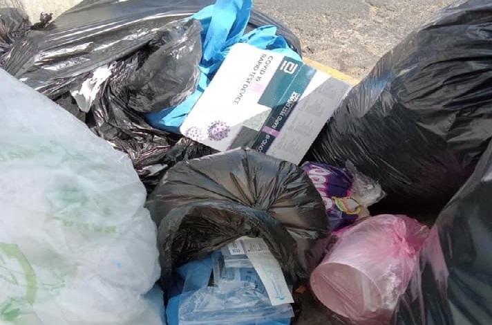 Avientan en calles de Atlixco desechos de pruebas covid19